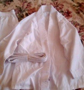 Кимоно и накладки на кисть для каратэ