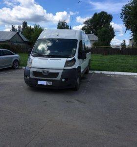 Микроавтобус Пежо Боксер