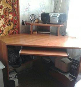 Компьтерный стол,,письменый стол,книжная полка.