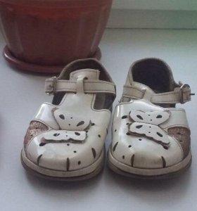 Продаются туфли на девочку.