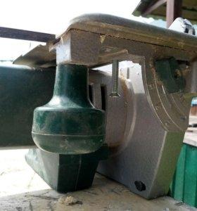 Циркулярная пила с функцией установки на стол