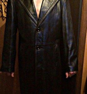 Кожаное мужское пальто.