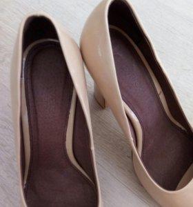 Бежевые лаковые натуралка туфли 36размер