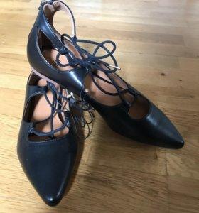 Новые туфли H&M на шнуровке
