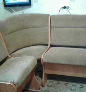Угловой диван на кухню и стол с 4 стульями.СРОЧНО!