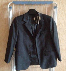 Новый пиджак для мальчика школьный