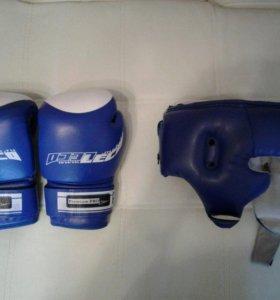 Боксёрские перчатки, шлем