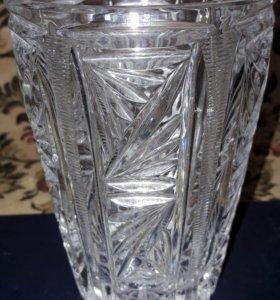 Очень симпатичная хрустальная ваза
