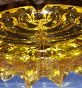 Красивая желтая пепельница цветное стекло Винтаж