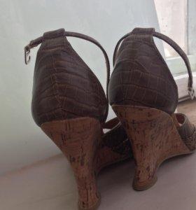 Туфли босоножки на танкетке