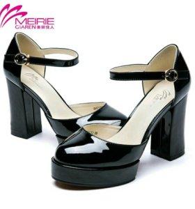 Новые туфли босоножки черный лак 37 р-р