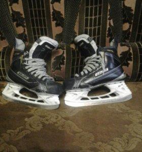Коньки хоккейные BAUER supreme 190 размер 5