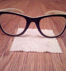 Продам новые очки, с простым стеклом.