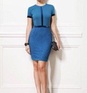 Красивое платье футляр с кружевной юбкой
