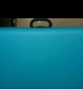Голубая массажная косметолгическая кушетка
