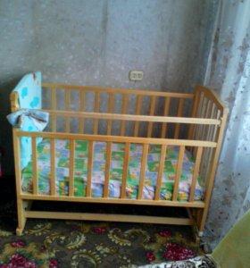Кроватка детская,с матрасом,в хорошем состоянии