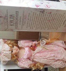 кукла коллекционная из керамики Ксения с букетом 40 см