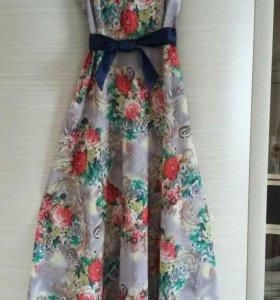Платье размер 44-46. Одевала один раз!
