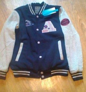 Новая куртка на утеплителе р. 46-48