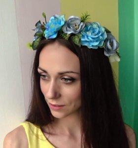 Ободок с голубыми цветами