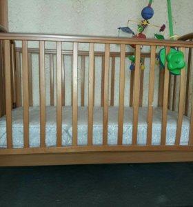 кроватка детская с матрасом и игрушками