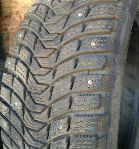 Зимние шипованные шины 205/55 R16 94T Michelin