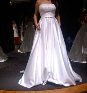 Свадебное платье А-силуэт (с атласной юбкой )