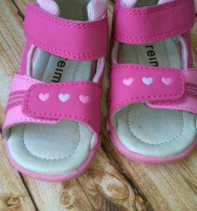 Новые сандали для девочки Reima