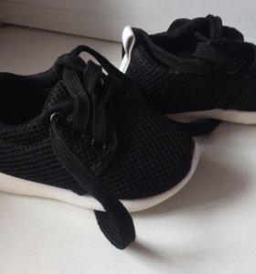 Новые кроссовки 21 размер