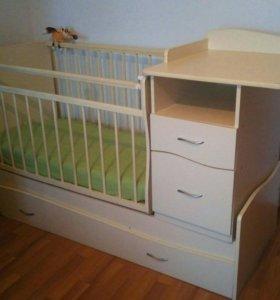 Кроватка детская с пеленальным столиком и матрасом