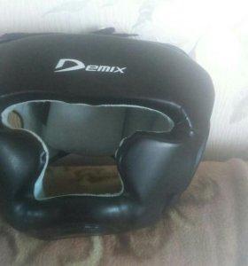 Боксерский шлем Demix.