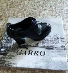 кожанные новые туфли
