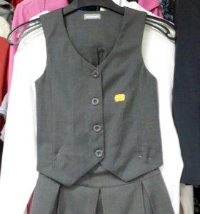 Школьный комплект ( жилетка + юбка ) р 122.