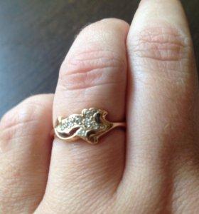 Золотое кольцо с бриллиантами 585 пр.