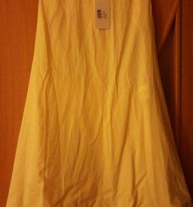 Желтое платье неяркое