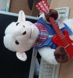 мягкая игрушка овца с гитарой