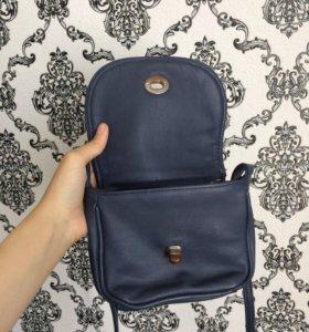 Темно-синяя сумочка в отличном состоянии
