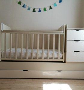 Кроватка детская с комодом и матрасом