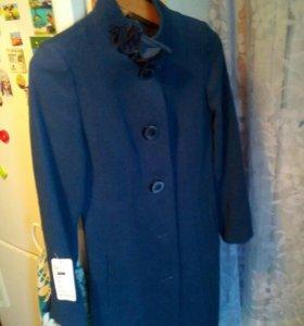 Продам новое весеннее пальто,44размер.ценник 2100р