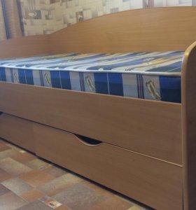 Кровать с матрасом и двумя большими ящиками