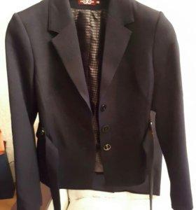 Новый!Костюм деловой женщины(пиджак и юбка)48 разм