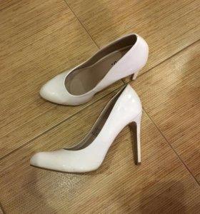Туфли белые 39 размер
