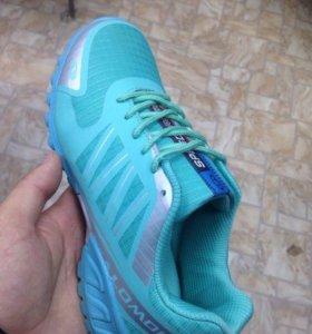 Новые кроссовки 39,40 размера