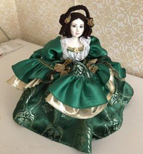 Кукла фарфоровая на чайник