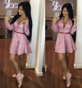 Платье розовое с цветами расклешенное
