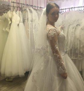 Свадебное платье (возможен торг)
