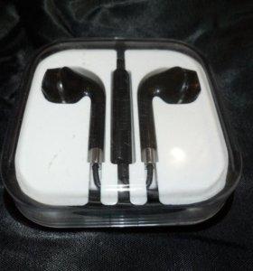 Копия наушников Apple EarPods в чёрном цвете.