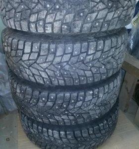 комплект колес на subaru legacy outback 205/60 R16 зима шипы.dunlop winter ice 02