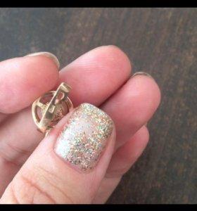 Золотые серьги с бриллиантом и жемчугом.