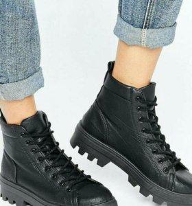 Ботинки от Asos.